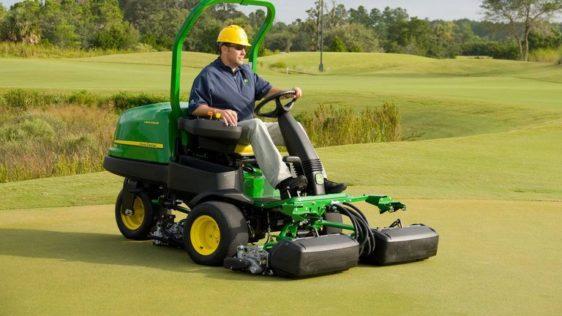 John Deere 2500B PrecisionCut™ Gas Riding Greens Mower 1207TC