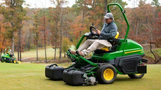 John Deere 2750 E-Cut™ Hybrid Triplex Mower 1260TC