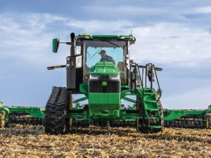 John Deere 8RT 370 Two-Track Tractor 8220RW